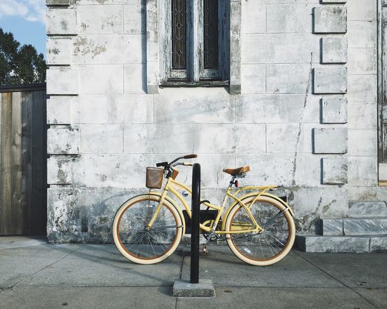 Beautiful light. Lovely city. Streetphotography Bike Colors New Orleans Street Photography Vacation Pastel Power The Essence Of Summer The Street Photographer - 2016 EyeEm Awards The OO Mission