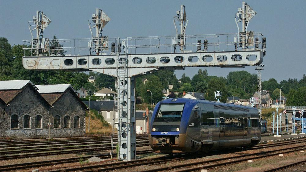 Busseau Eisenbahn Frankreich ♥ La France Railway Signalbrücke Ter
