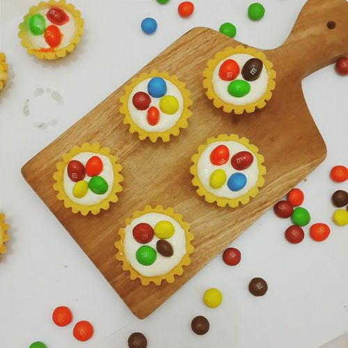 M&M Mini Pie made by Me. Somes ppl called it as M&M Tarteless. No matter what they called it. All I love is, Seen they are Happie when they taste these. ?? Ilovebake Baking Pie Tartless happieweekend passion hobbymakanandhobbybikinkue