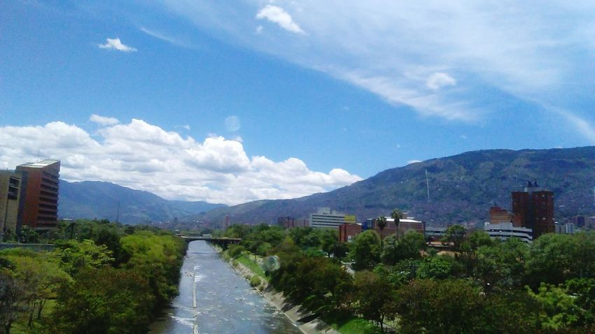 River Medellin City Colombia ♥  Medellín Paisajes Mountains City Water
