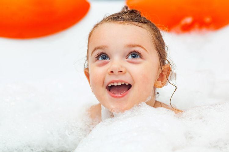 Close-up of cute girl in bathtub