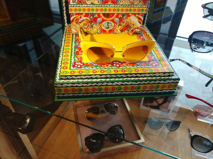 What Do Think About These Babies? Sunglasses👓 Sunglasses Sun Glasses Yellow Yellow Display Yellow Color Multi Colored Day Done That. Been There. Paint The Town Yellow Art Photography Cityscape Oakstrails Photos The Oakstrails The Oakstrails Photos Art Is Everywhere The Week On EyeEm Display Shop Shop Display Store Display Display Case Glasses EyeEmNewHere