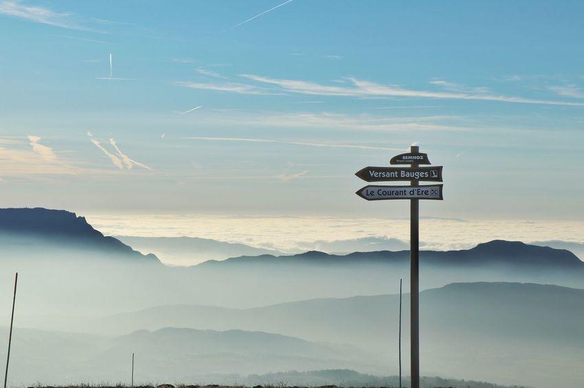 Mountain Guidance Sky Cloud - Sky Directional Sign Arrow Sign Arrow Symbol Road Sign Information Information Sign