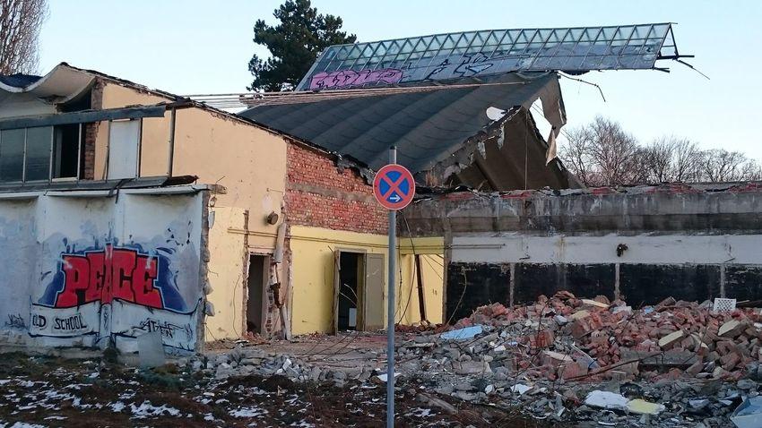Abriss Abrissarbeiten Broken Damaged Demolition Demolition Zone Design Destruction No People Ruined Working Zerstörtes Haus ZerstörteVielfalt