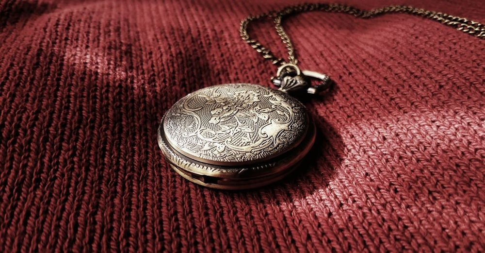 Lieblingsteil Pocket Watch Chain Red Cloth Taking Photos Light And Shadow Photography Surfaces And Textures Feeling Creative EyeEm Best Shots Open Edits Up Close Objects Watch Red No People Indoors  Time Engraving Art Clock Brown