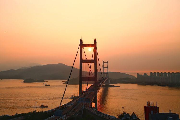 囚⋯⋯日 ,意興闌珊! Fine Art Photograhy Sunset Nature Beauty In Nature Suspension Bridge Outdoors Architecture Evening Sky Light And Shadow Check This Out Taking Photos Things I Like Hanging Out Sunset Glow Tsingma Bridge Hong Kong