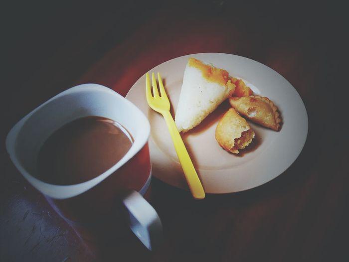 ☕🍙🍘Food Sweet Food SLICE Dessert Plate Indoors  No People Freshness Ready-to-eat Gelatin Dessert Coffee At Home EyeEm EyeEm Gallery Day Food And Drink