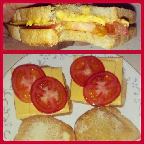 My late afternoon snack!!! Guyanabread KraftAmericanCheese Vinerippenedtomatoes Icantbelieveitsnotbutter GrilledAmericanCheeseandTomato lash