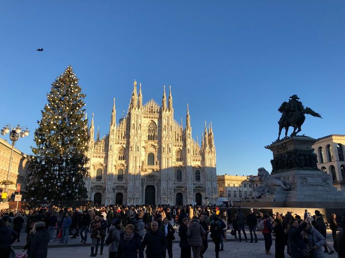 Milano Sculpture Architecture Large Group Of People Clear Sky Built Structure Travel Destinations History Place Of Worship People Men Building Exterior Outdoors Day Religion