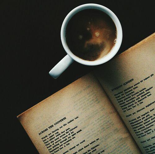 Kitap okurken kahve içmek :)
