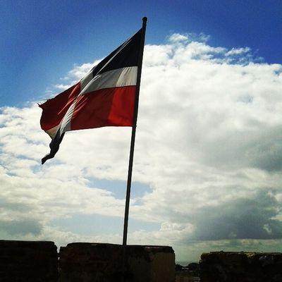 La bandera mas linda del mundo!! Dominicanasoy Amomipais Santodomindo Lifeinthetropic
