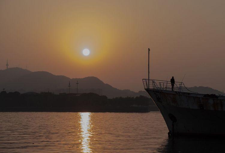 夕阳余晖 Water Sunset Sky Scenics - Nature Beauty In Nature Mountain Silhouette Tranquil Scene Sun Orange Color