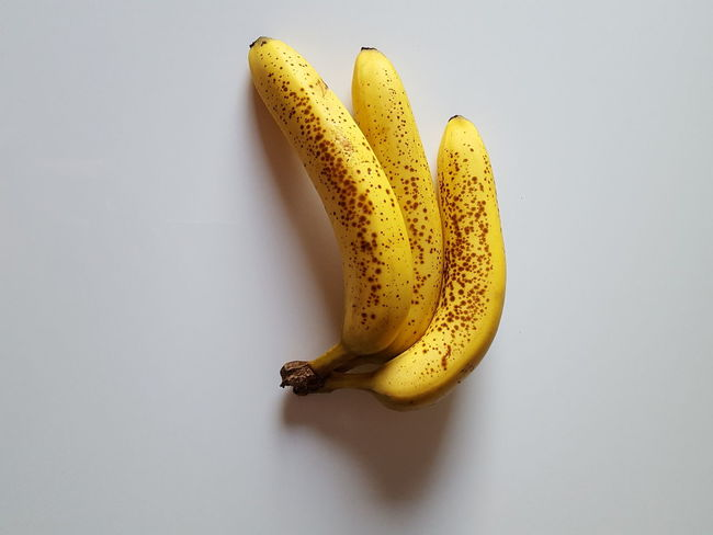 Against the gravity force Bananas Banana Fruit Banana Paint The Town Yellow Yellow On White Yellow White Shadow Wave Shadow Breackfast Idea Stain EyeEm Selects Stained Bananas Old Design Repetition Minimalism