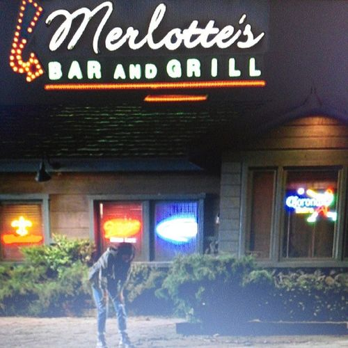 Is it just me or is MERLOTTE's Bar and Grill the only place in Bon Temp to get a HUSKY plate to eat? SMH LMAO Trueblood ApproachingSeason05