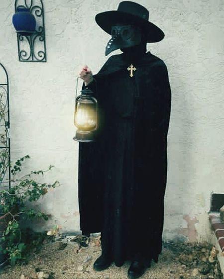 Happy halloween for all !! Mycostume Cruz Mascara Peste Thats Me ♥ Hat Hats AllBlack Disfraz Disfrazes Terror MyDay Whatilove Hello EyeEm