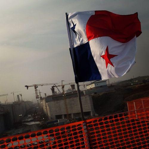 Proud of my country! Proud of the Panama Canal! Orgullosa de ser panameña! Foto de las nuevas esclusas en construcción del lado Pacífico. Canal De Panama  Canal Ampliado Bandera Panameña Panamá My Country In A Photo What I Value