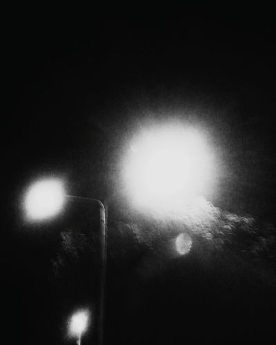 Lights are blurry. Lights Lights In The Dark Photo Photography VSCO Vscocam Blackandwhite Blackandwhite Photography Minimalism Minimalist Minimal EyeEm Bnw EyeEmNewHere
