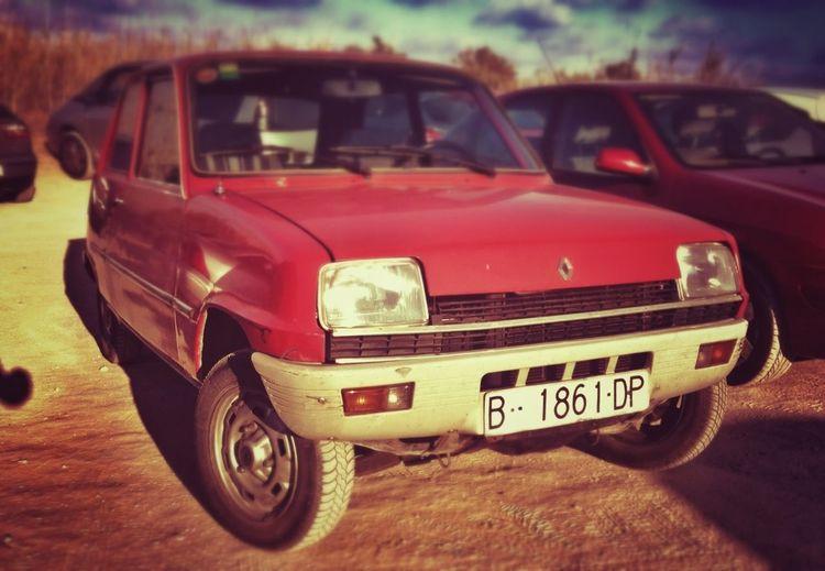 Old R5 at the beach Joyas Aparcadas Classic Car Beautiful Beach