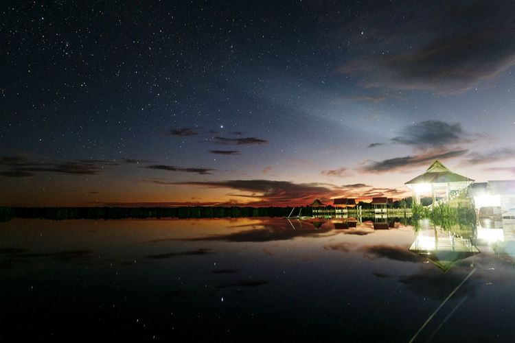 004 : Light & dark Outdoors Light Dark Darkness And Light Landscape Landscape_photography River Stars Reflection Water Water Reflections Night Nightphotography Starry Sky