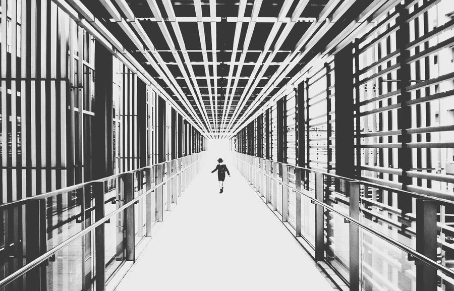 Shades Of Grey Damien Guyon - Endymion Photographies - endymionphoto - Website : http://endymion-photo.com Tokyo Blackandwhite Streetphotography Lines Geometric Shapes Architecture Black And White Photography Canon