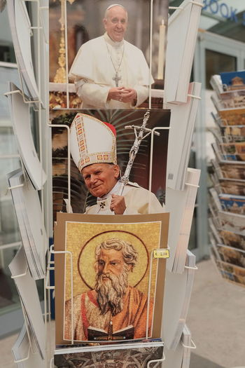 Rome, Italy - August 12, 2017: Postcards representing Pope John Paul II and Pope Francis Gift Shop PAPA FRANCESCO Papa Francisc Papa Francisco PapaFrancesco  Pope Pope John Paul II Pope John-Paul II Post Card Postcard Religion And Tradition PapaFrancisco Pope Francesco Pope Francis  Pope John Paul Two Popefrancis Portrait Post Cards Postcards Religion Religious  Retail  Souvenir Superstition
