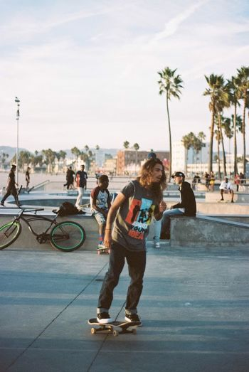 Skater at Venice Beach. I am posting daily photos on Instagram @canelarodal Venicebeach Skateboarding Analogue Photography 35mm Film Streetphotography Skateboard Leisure Activity Sky Enjoyment Palm Tree Outdoors Fun Youth Culture Sommergefühle