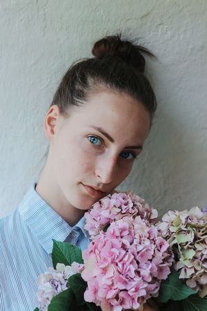 Flowers Fashion Woman EyeEm Selects Portrait Portrait Of A Woman Flower Portrait Flower Head Beautiful Woman Beauty Bouquet Looking At Camera Headshot Young Women Pink Color In Bloom Iris - Plant Botany Bunch Of Flowers The Portraitist - 2018 EyeEm Awards