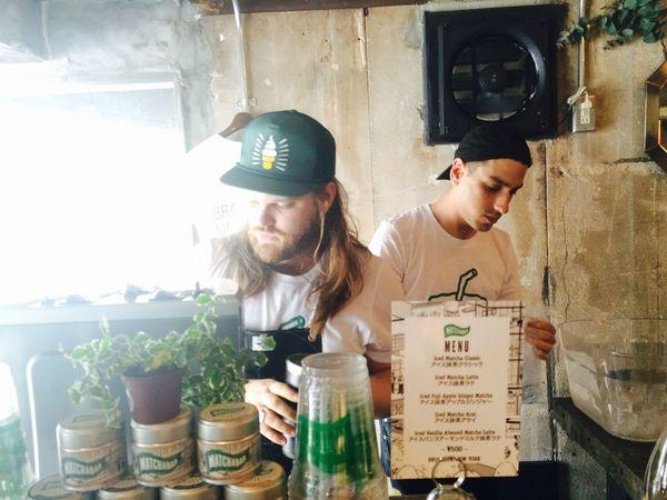 ノリノリで抹茶ラテつくるニューヨーカーのお兄さん Tea Is Healthy Cafe Matcha Greentea Latte Hanging Out
