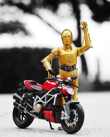 "Wanna take a ride?😏 Oh my!...Trust me,I learned my driving skills from movie 🎥""Fast & Furious"" ----------------------------------------- Starwars C3po TheForceAwakens Starwarsdaily Photooftheday Motorcycle Photoshoot Toygroup_alliance Toys Instalike Starwarsfan Instadaily Instacool Bestphoto Toydiscovery Toyslagram_Starwars Picoftheday Ig_bogota_ Instapic Instaphoto Justanothertoygroup Bnw Colorsplash_of_our_world Ig_splash Toyphotography epictoyart bepopular colorsplash bestpicture ig_santanderes"