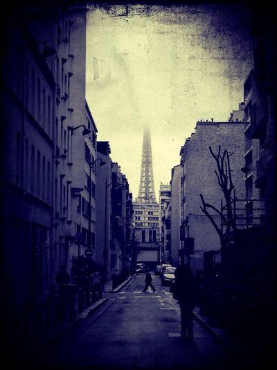 Mais Oui, Je Suis Une Girafe, M'a Raconté La Tour Eiffel,