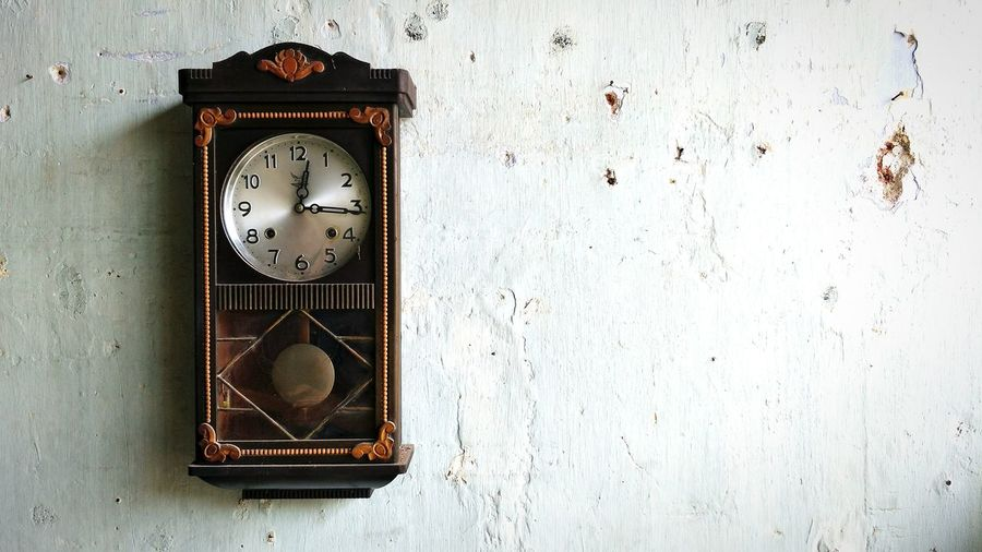 Oldclock Old Clock Antique Clock Vintageclock Stop Stopping Time Brown Clock Brown Wood - Material Wood Clock Old EyeEm Selects Clock Clock Face Time Technology Old-fashioned Retro Styled Communication Antique Abandoned Old Vintage Analog
