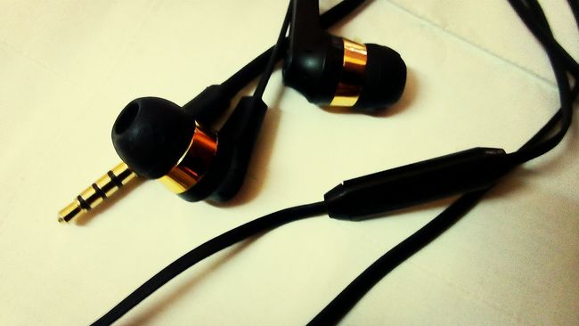 True LoveSkullcandy Goldplated Headphones supreme sound