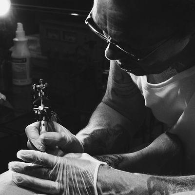 Der Tätowierer von gestern Vscocam VSCO Tattoo Artist Kunstnacht Passau