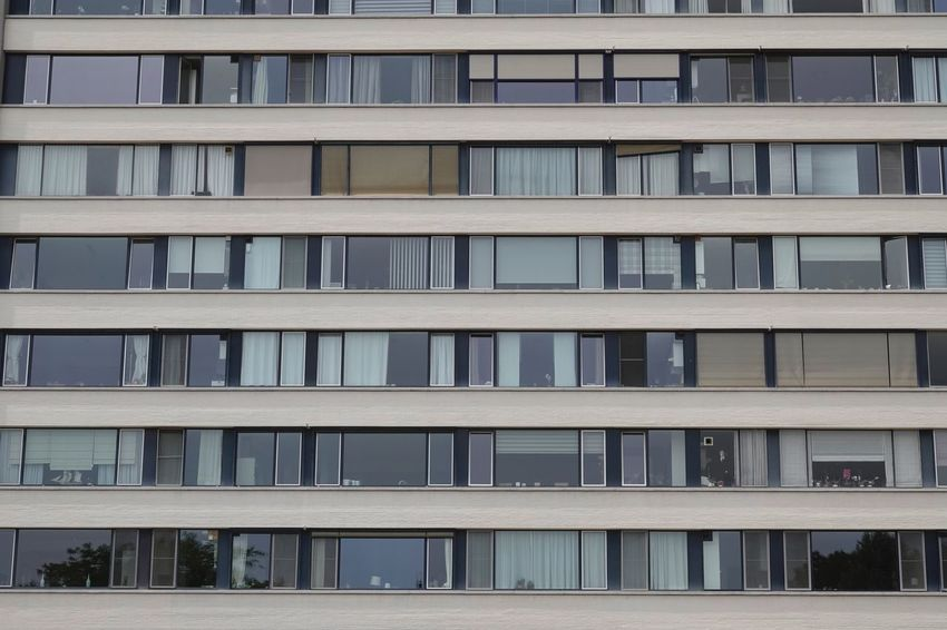 Horizontal Composition Windows In A Row Windows_aroundtheworld Facade Building EyeEm Selects Architecture Built Structure Building Exterior No People Window Full Frame Building In A Row Glass - Material Modern Outdoors Residential District Pattern Apartment Sunlight Backgrounds City Day