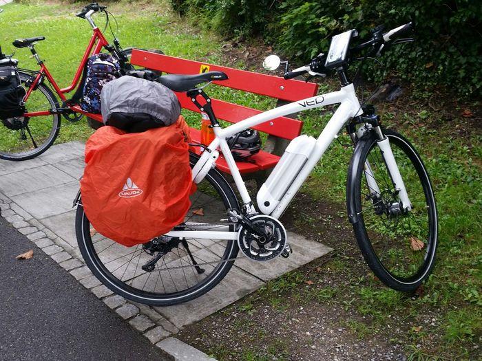 On Your Bike Bike Trip Fahrradtour Unterwegs Rainy Day On The Way E-bike Regenschutz Fahrrad Technik  VEO-Bike Swiss