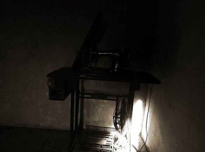 mesin jahit zaman dulu, horror Mesin Jahit Old Antik Horror Portrait Horror Photography Musical Instrument Jazz Music Piano Music Popular Music Concert Arts Culture And Entertainment Shadow