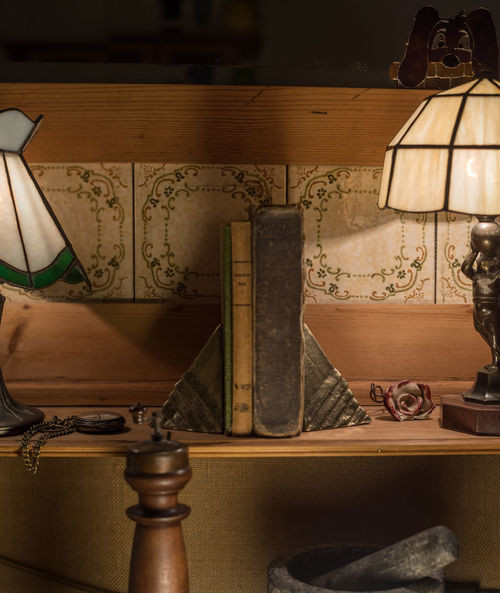 Object Photography Training: Nostalgia Mirror Tranquility Fob Watch Lamps Lampshades Mortar And Pestle Night No People Nostalgia Object Photography Old Books Pepper Mill Studio Shot Tiffany Lamp Tiles Tranquil Scene Wood - Material