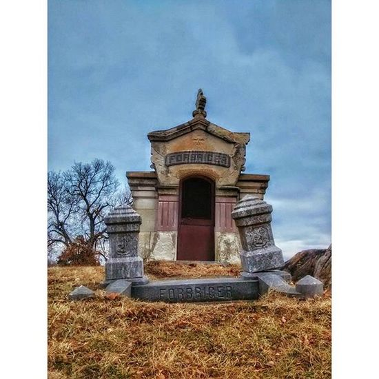Sarcophagus at a cemetery in Atchison Kansas.... Ks_pride Atchison Kansasphotos Kansasphotographer Graveyarddead Graveyard Cemetery Wow_america_landscape Local