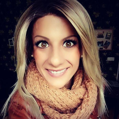 Selfi Smile 30 Blonde Girl Brown Eyes