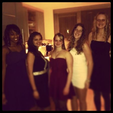 Gala was top! Gala Kerst Gemaskerdbal Black dress fun school friends