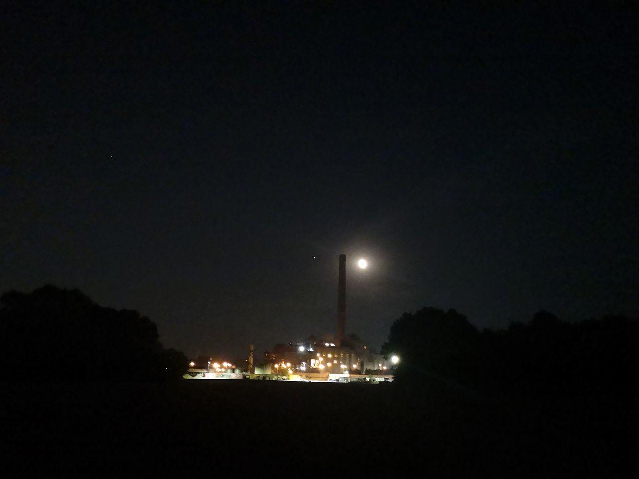 ILLUMINATED STREET LIGHTS AGAINST CLEAR SKY AT NIGHT