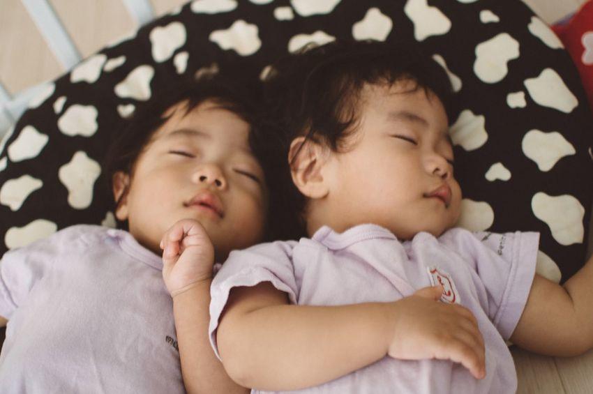 TWINS ♥ Sleeping Baby Sleeping Sleeping Baby  Twin Babies Twins Babyphotography Baby Portrait 双子 双子の赤ちゃん 赤ちゃん
