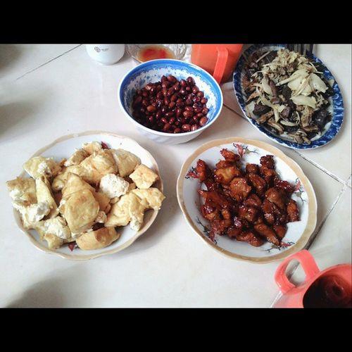 Ăn trực cơm nhà bạn Thịtkho đậurán Lạcrang Lònggàxàomăngchua