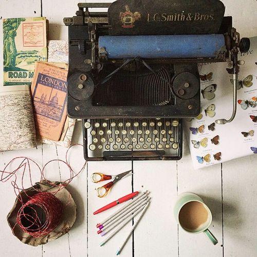 Vintage Book Model Type Writer Picoftheday Amazing Turkeyphotooftheday Alıntı Colourful Tabledesing