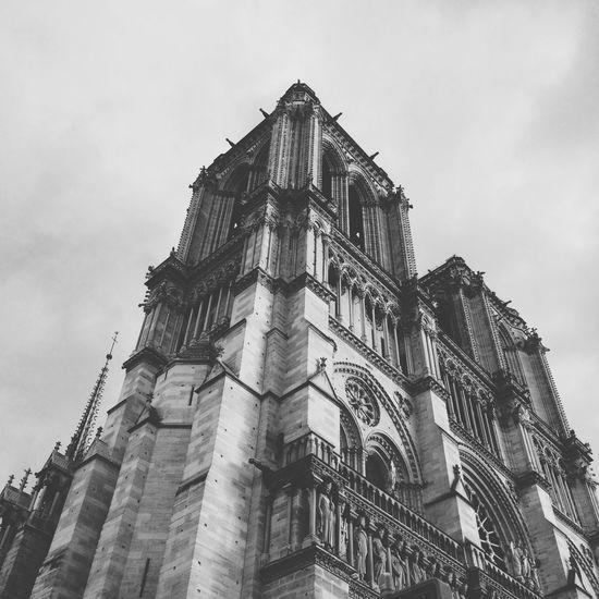 Deceptively Simple Notre Dame De Paris Paris Architecture Blackandwhite Built Structure Historical Building From My Point Of View Black & White Contrast