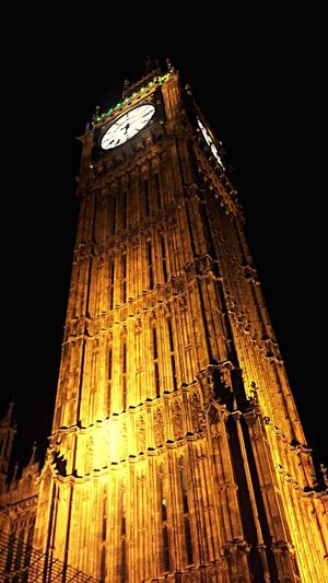 London Low Angle View Clock Travel Destinations Clock Tower Architecture Big Ben Houses Of Parliment Golden Buiding Behemoth