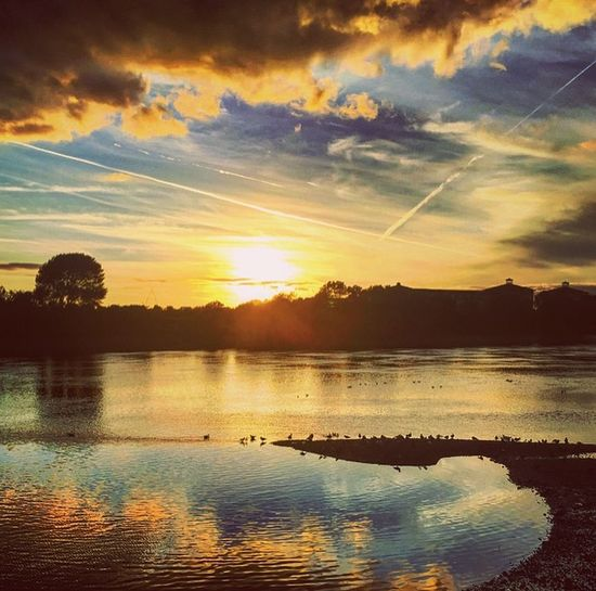 London Riverthames Sunset Sunsetphotography Thamesriversunset Evening Sky