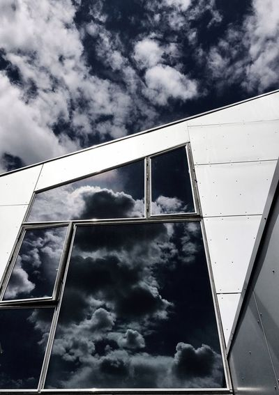 Happy weekend to u All. I'm a reflection lover and no way better to look at it than on this fab building 8-tallet by my favorite architect Bjarke Ingels. Minimalist Architecture Architectural Detail Eyeem Architecture Lover EyeEm Masterclass Denmark Copenhagen EyeEm Best Shots Eye4photography  Clouds And Sky Reflection Reflection_collection Architecture_collection 8 Tallet Modern Architecture Ladyphotographerofthemonth Mettebruus Mette Bruus Mettebruus Bjarke Ingels Bjarkeingelsgroup BIG Cloud - Sky Sky Built Structure Architecture Building Exterior Low Angle View Building Reflection The Architect - 2018 EyeEm Awards #urbanana: The Urban Playground