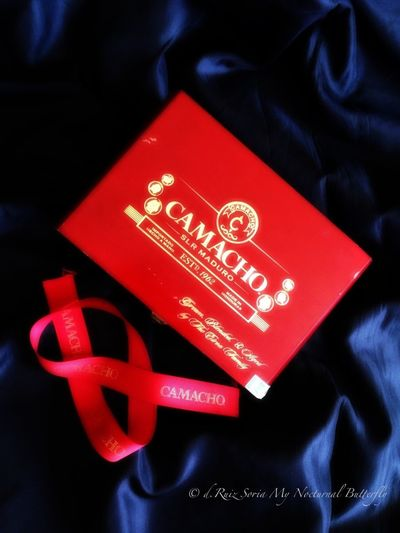 EE_Daily: Red Monday Pictures Tell A Story This Shot Is Rubbish Coleccion De Cajas De Cigarros