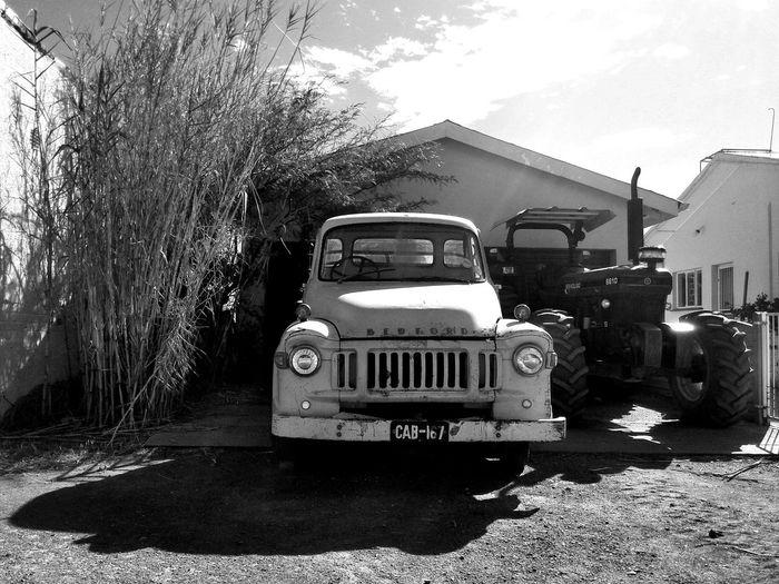 My oom se motor is 'n ou masjien. Aberdeen Southafrica Kleinkaroo Karoospaces Karoo Blackandwhite Looking Into The Future Shadesofgrey